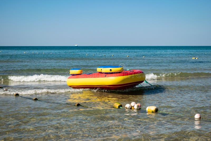 Overzeese opblaasbare aantrekkelijkheden Vakantie en actieve rust stock foto