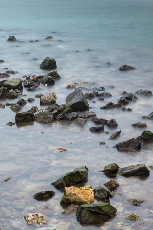 Overzeese rotsen stock afbeelding