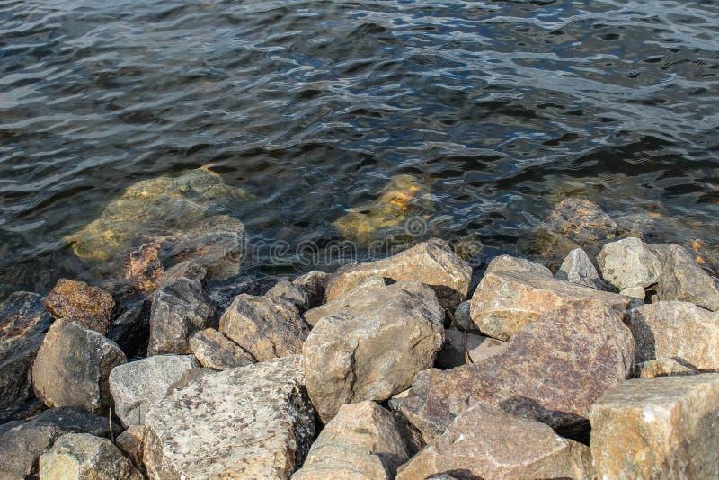 Overzeese Stenen op de Waterachtergrond royalty-vrije stock foto
