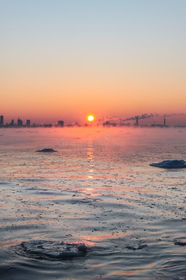 Overzeese van de winter mist royalty-vrije stock afbeelding