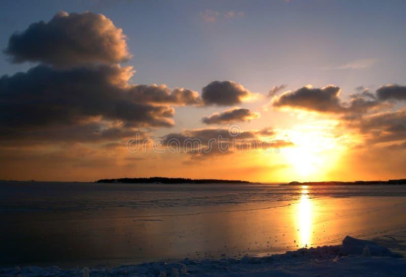 Overzeese van de winter zonsondergang stock fotografie