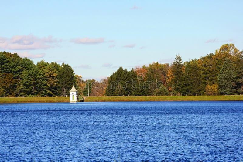 Overzeese van het landschap hemel met kleine toren royalty-vrije stock afbeeldingen