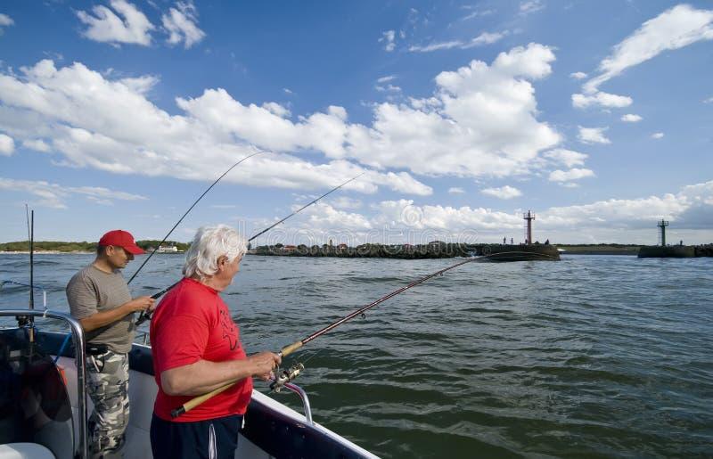Overzeese visserij dichtbij haven stock fotografie