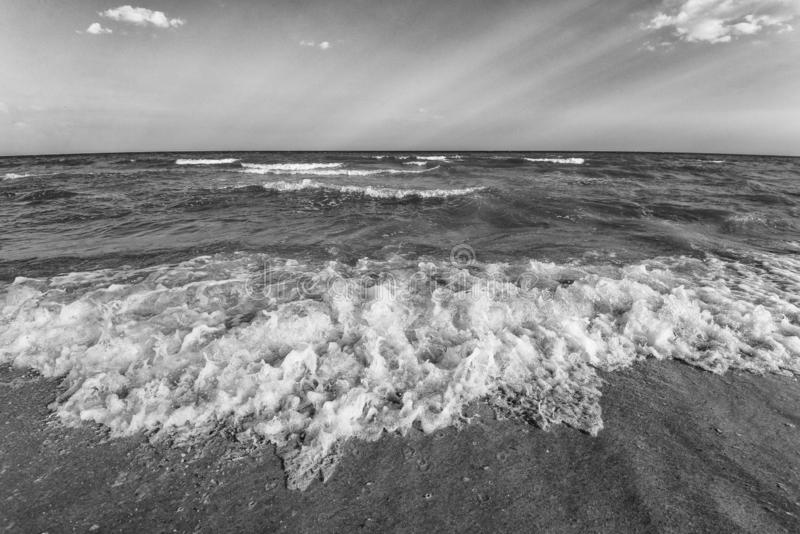 Overzeese zandhemel en de zomerdag Mooi Tropisch Strand Mooi strand en tropische overzees Zeekust stock fotografie