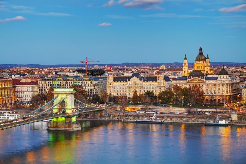 Overzicht van Boedapest met St Stephen (St Istvan) Basiliek stock foto