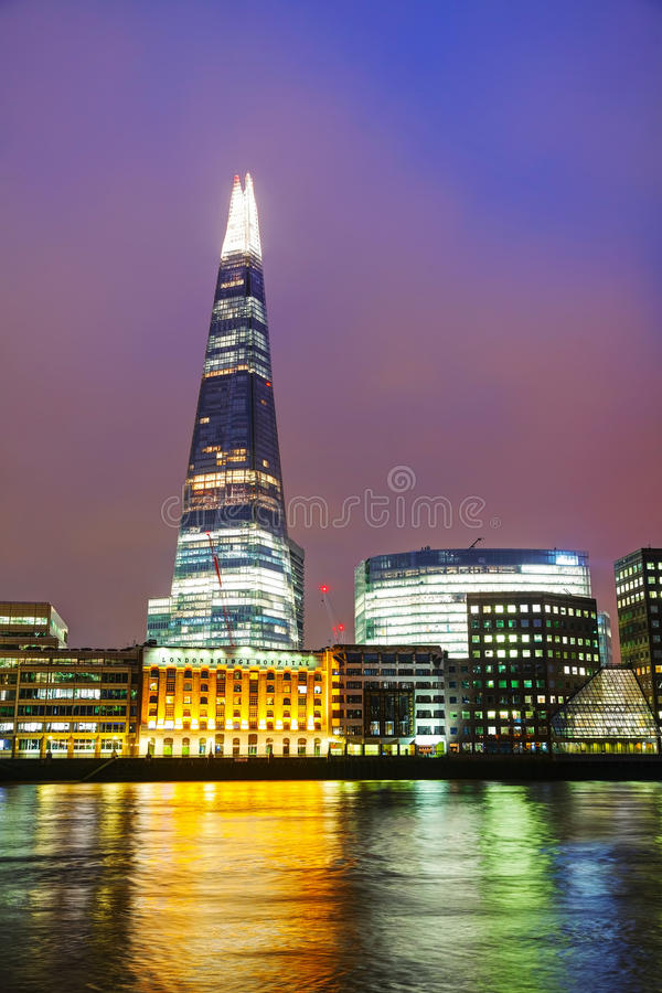 Overzicht van Londen met de Brug van Scherflonden stock foto