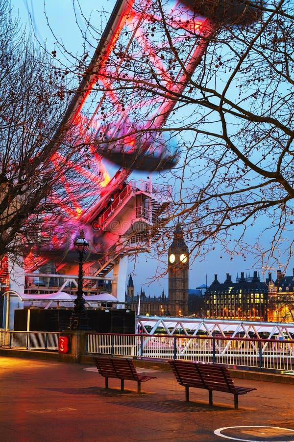 Overzicht van Londen met de klokketoren vroeg in de ochtend royalty-vrije stock foto's