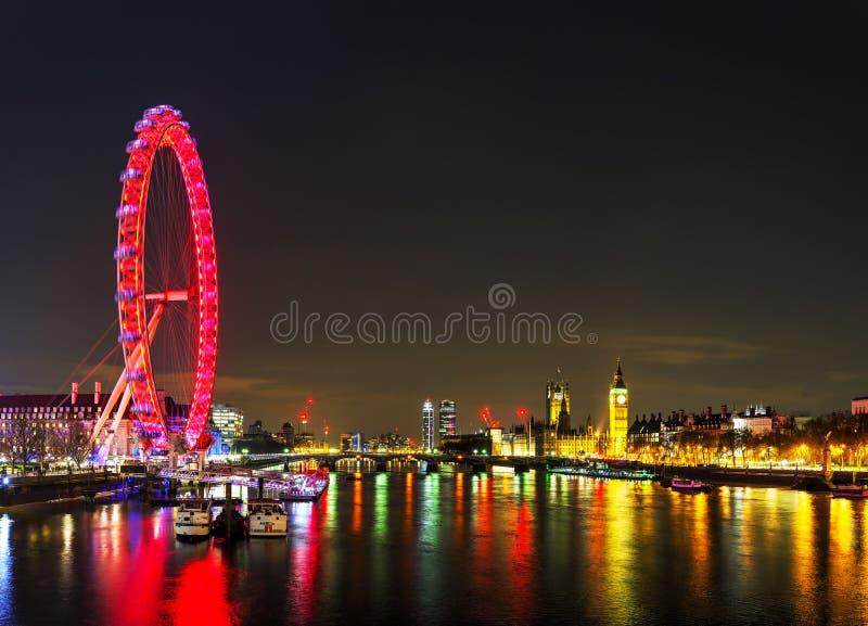 Overzicht van Londen met Elizabeth Tower stock foto's