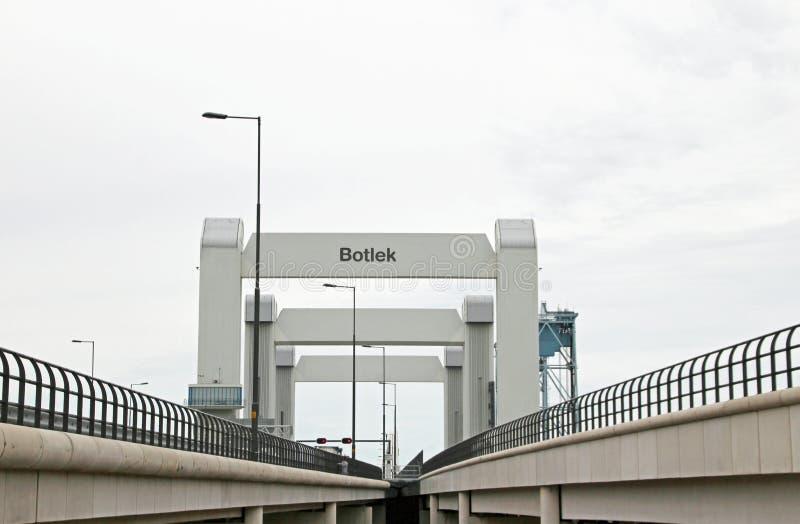 Overzicht van weg A15 bij de Botlek-brug die door partij van defect beroemd is stock foto