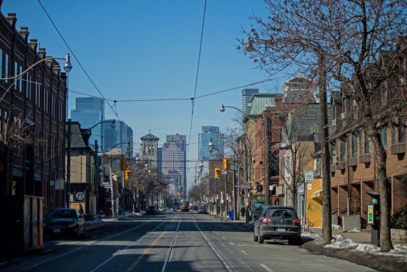 Ovest sulla via della regina a Toronto, Ontario, Canada di vista fotografie stock