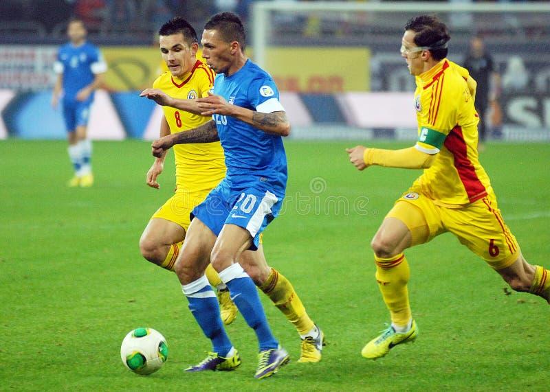 Ovidiu Hoban und wählte Cholevas während des Fußball-Weltmeisterschafts-Ausscheidungsspiels stockbilder