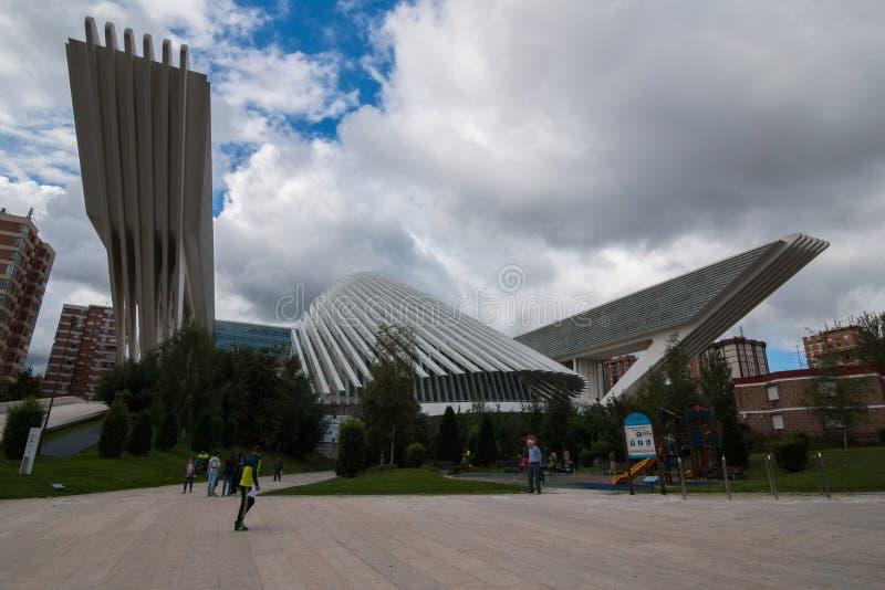 Oviedo, Asturie, Spagna - Agost 09, 2017: Centro congressi Ciudad de Oviedo e di mostra in Asturie Progettato dall'architetto immagine stock libera da diritti