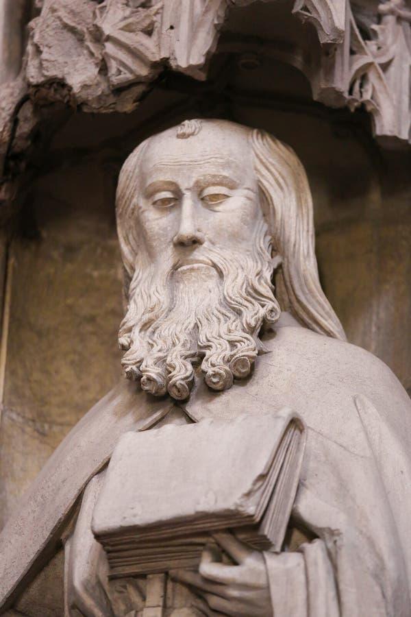 Oviedo domkyrka - staty av St Mark royaltyfria bilder