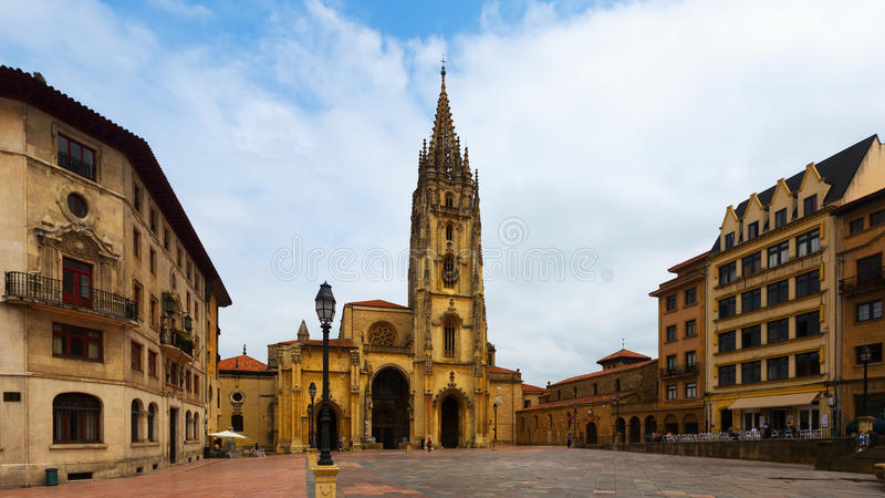 Oviedo Kathedraal in dagtijd Asturias, Spanje royalty-vrije stock afbeelding