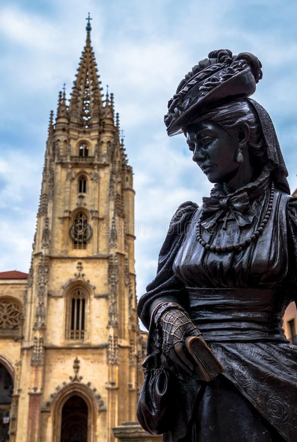Oviedo Kathedraal en Regenta royalty-vrije stock foto