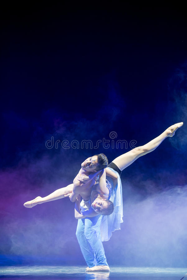 Ovilligt att sära med-akrobatik arkivbild