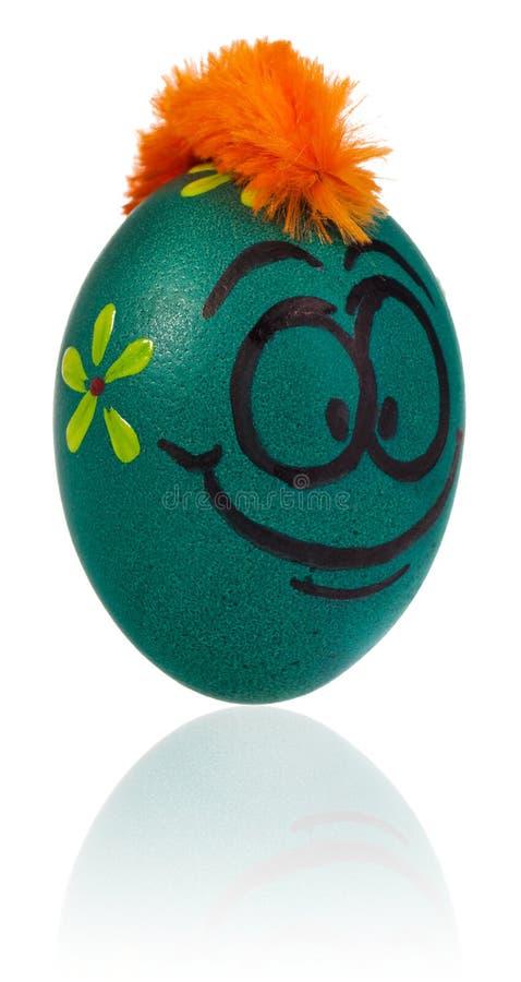 Ovo da páscoa, pintado na cara de sorriso dos desenhos animados do indivíduo Decorado por exemplo fotos de stock royalty free