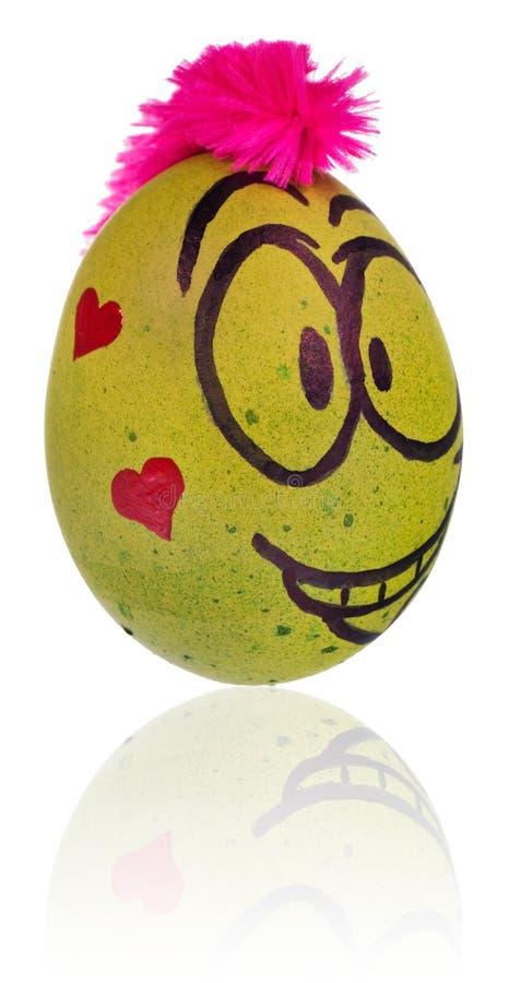 Ovo da páscoa, pintado na cara de sorriso dos desenhos animados do indivíduo Decorado por exemplo imagens de stock royalty free