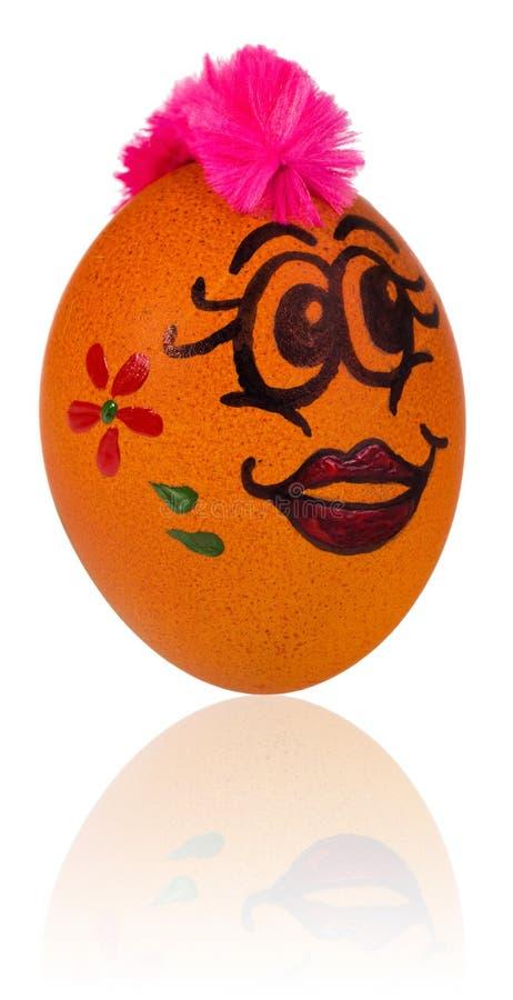 Ovo da páscoa, pintado na cara de sorriso dos desenhos animados da menina E decorado foto de stock