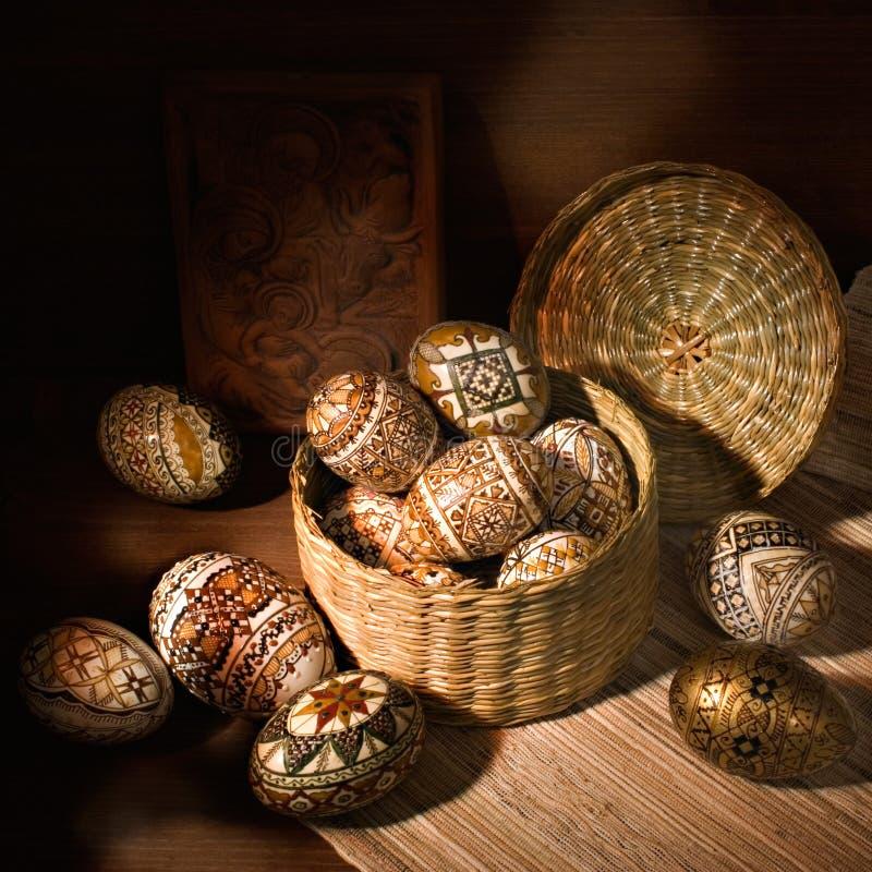 Ovo de easter decorado romeno Handmade imagem de stock