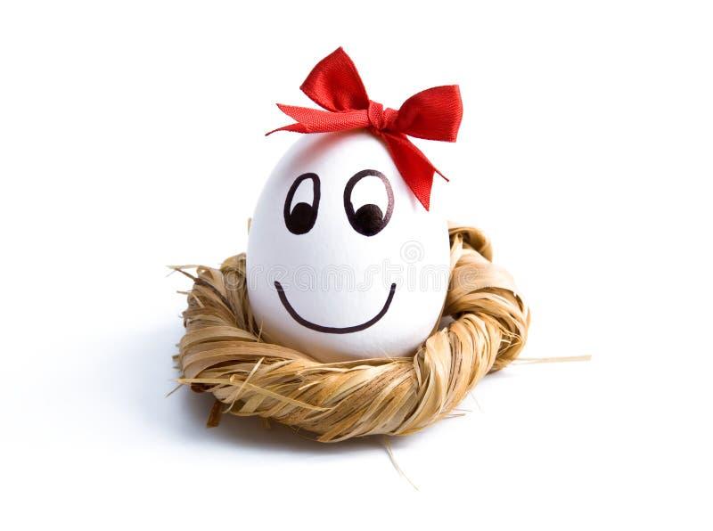 Ovo de Easter no ninho imagens de stock royalty free