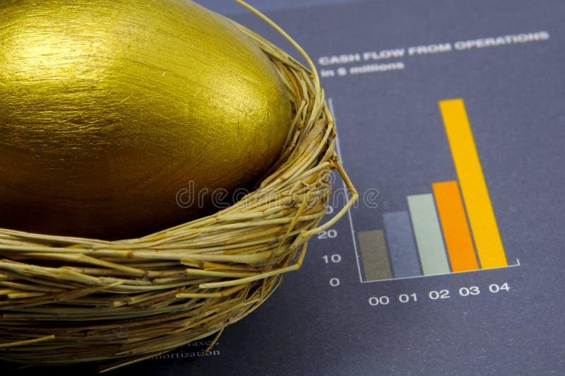 Download Ovo de ninho foto de stock. Imagem de banking, sucesso - 108508
