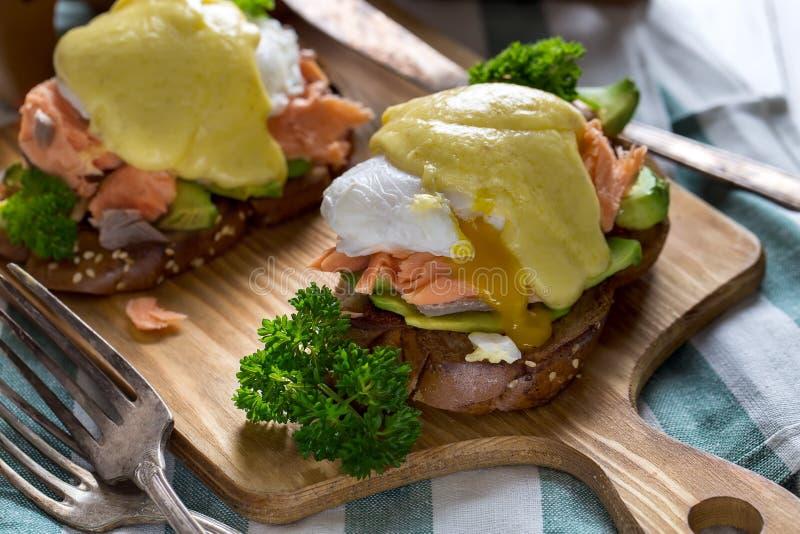 Ovos Benedict com salmões foto de stock