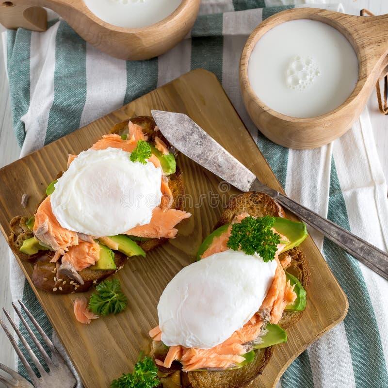 Ovos Benedict com salmões fotografia de stock