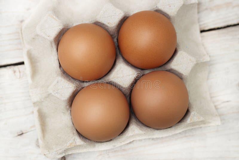 Ovos com os grandes, ovos vermelhos brilhantes, n?o-t?xicos fotos de stock royalty free