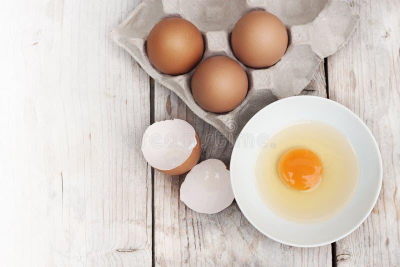 Ovos com os grandes, ovos vermelhos brilhantes, n?o-t?xicos imagens de stock