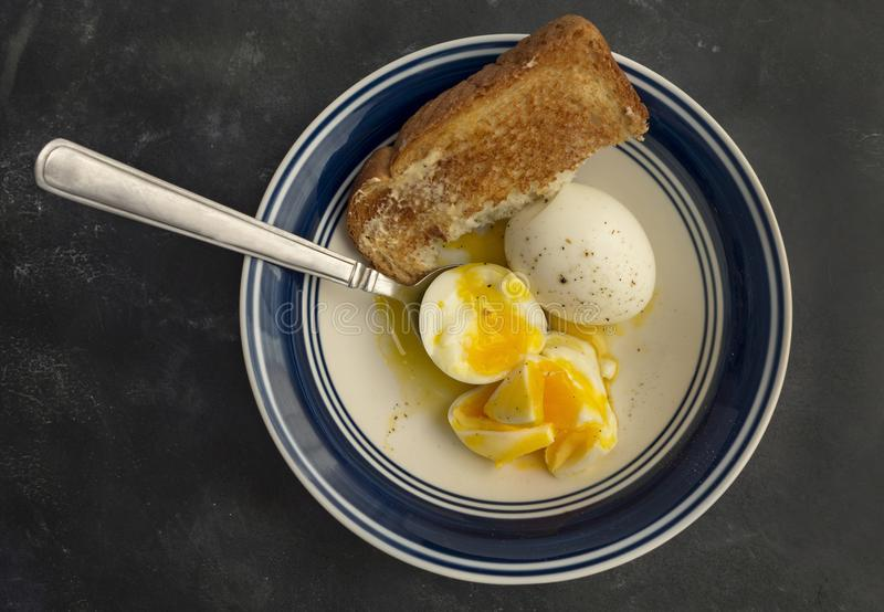 Ovos cozidos e brinde macios fotos de stock