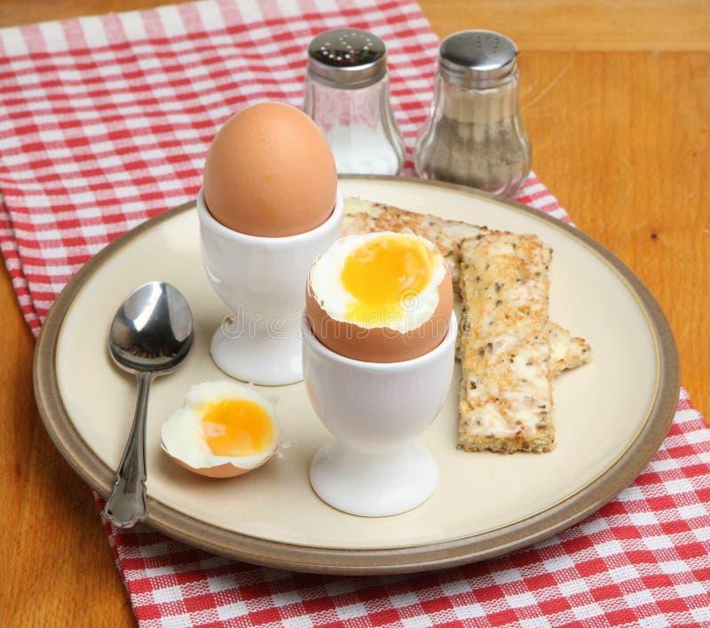 Ovos cozidos macios com brinde foto de stock royalty free