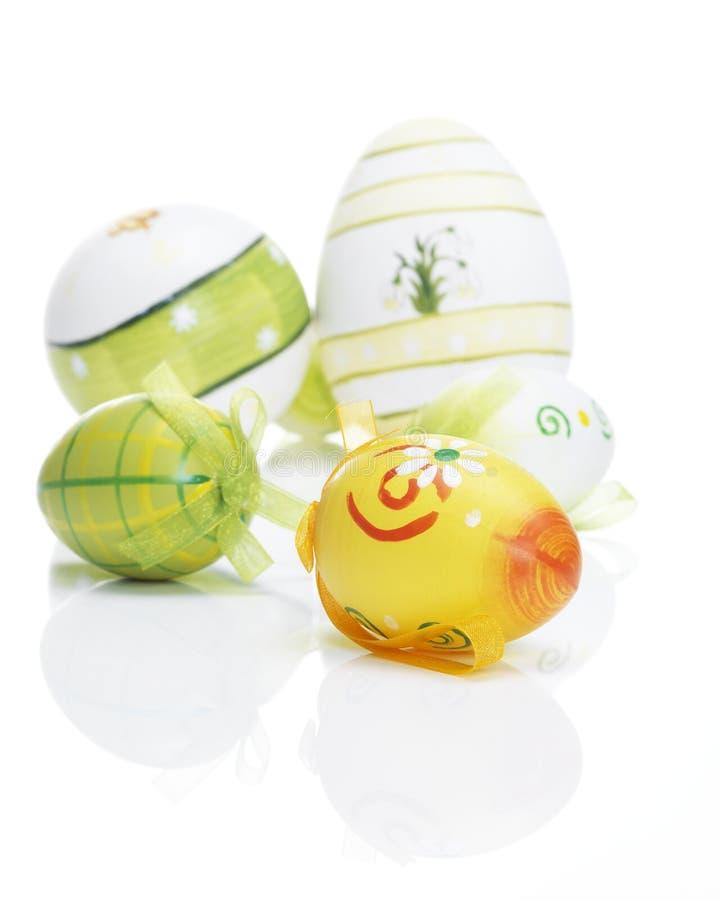 Ovos da páscoa bonitos com reflexões fotografia de stock royalty free
