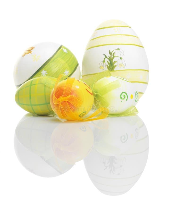 Ovos da páscoa bonitos com reflexões foto de stock royalty free