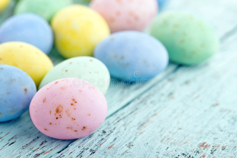 Ovos da páscoa pastel pequenos fotos de stock