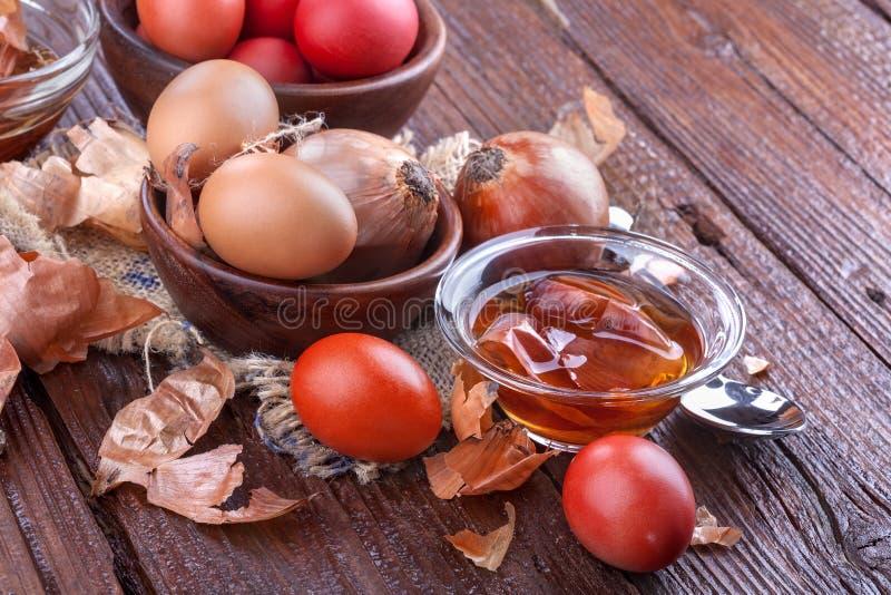Ovos da pintura para a Páscoa imagem de stock royalty free