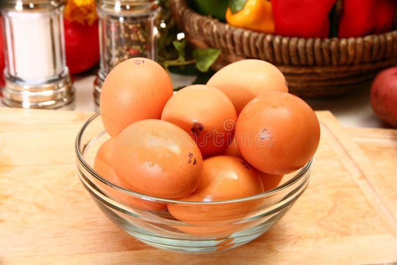 Ovos de Brown orgânicos imagens de stock