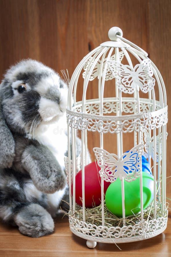 Ovos de Easter com coelho imagens de stock royalty free