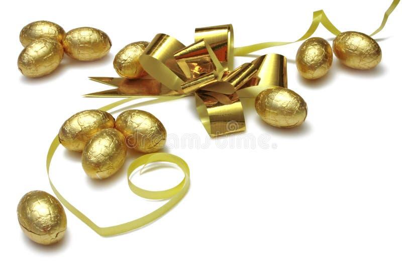 Ovos de Easter do ouro fotos de stock