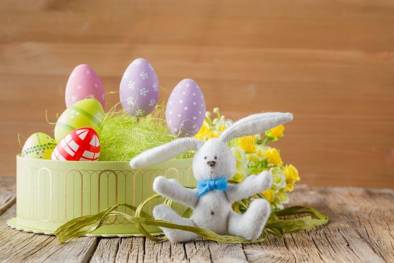 Ovos de Easter na caixa de presente fotos de stock