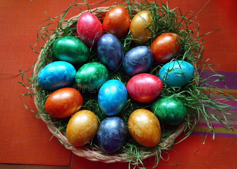 Ovos de Easter no ninho fotografia de stock
