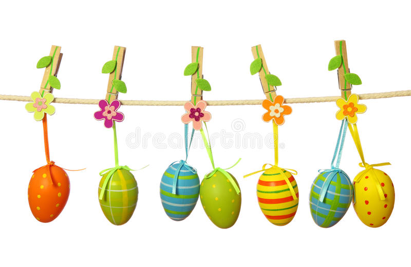 Ovos de Easter que penduram no clothesline fotos de stock royalty free