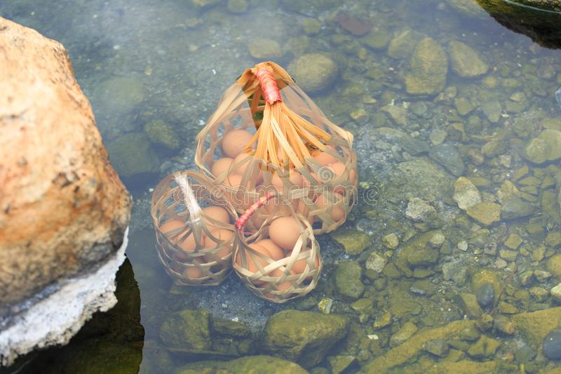 Ovos de fervura naturais para o alimento mineral imagens de stock royalty free