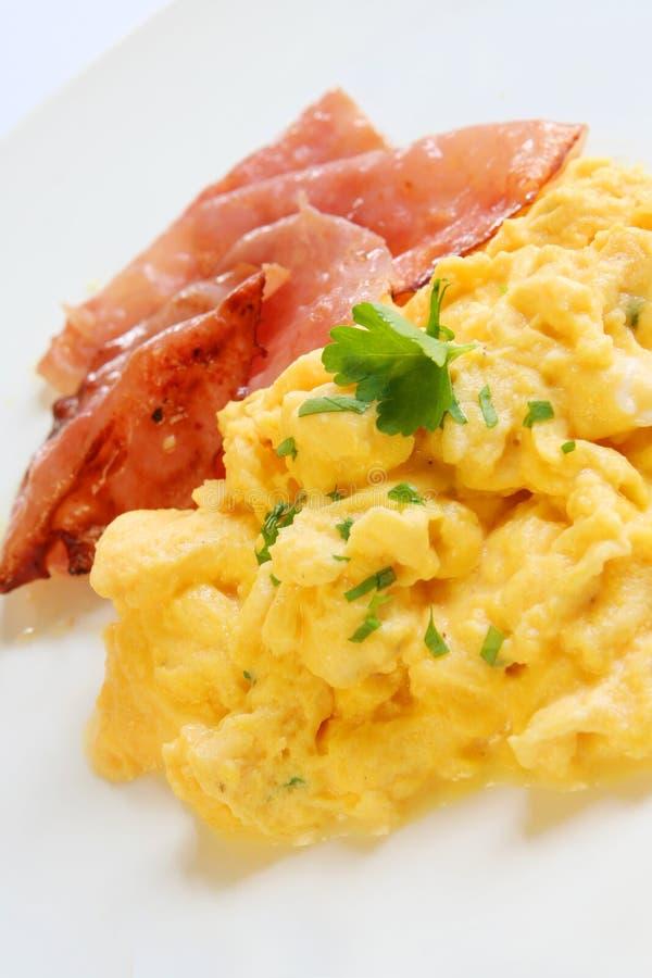 Ovos e bacon Scrambled imagem de stock royalty free