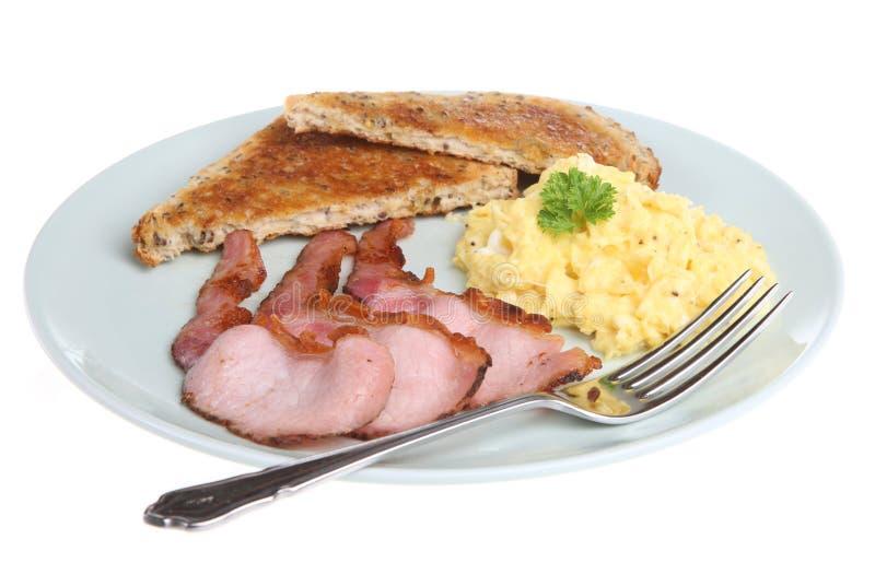 Ovos e bacon Scrambled fotografia de stock royalty free