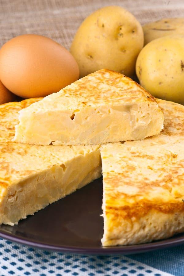 Ovos e omeleta das batatas fotografia de stock royalty free