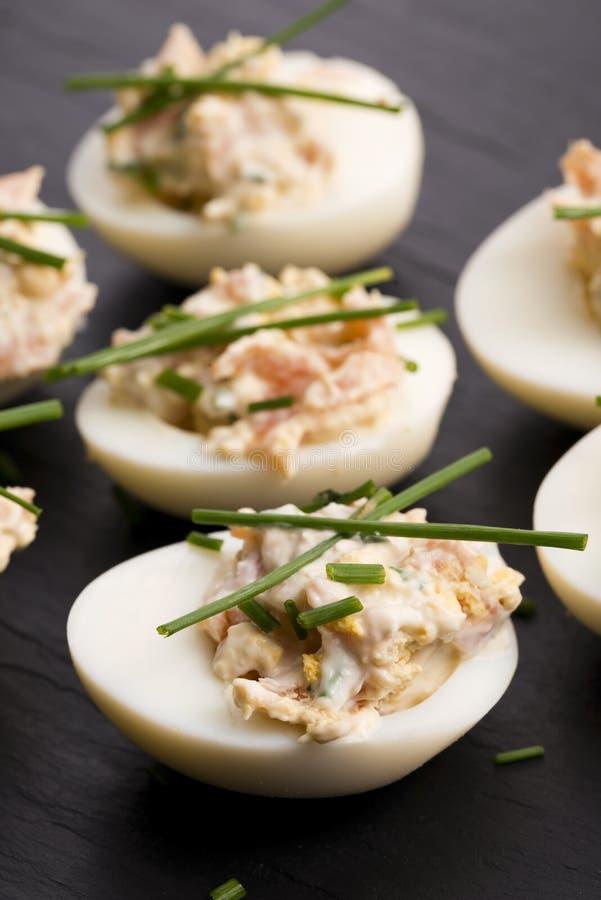 Ovos enchidos com salmões foto de stock