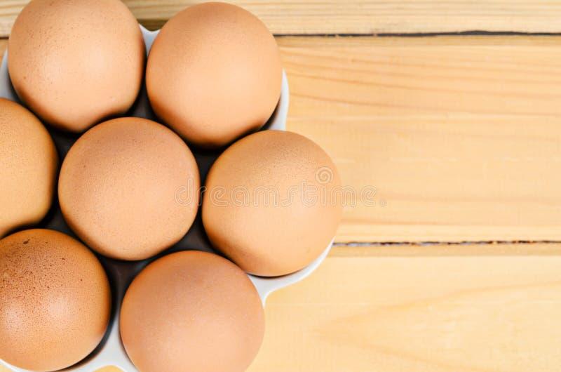 Ovos frescos em de madeira fotografia de stock