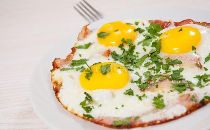 Ovos fritados com bacon foto de stock royalty free