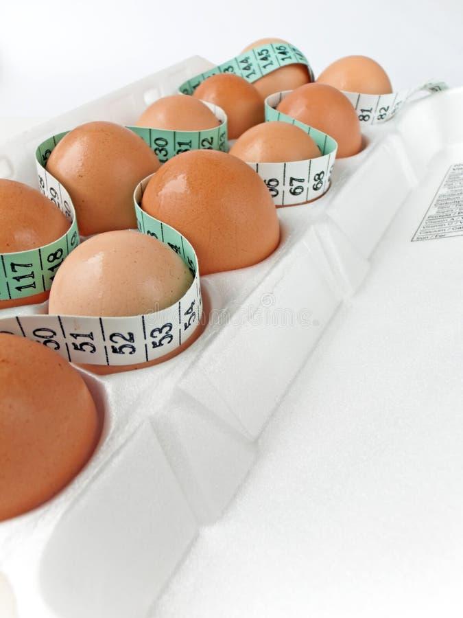 Ovos na caixa com medida de fita 2 foto de stock royalty free